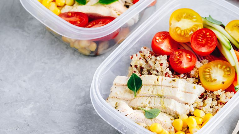 chicken quinoa vegetables in food storage containers